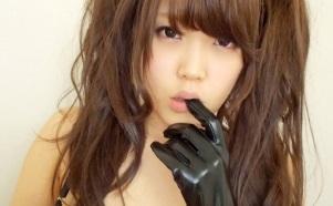 【無修正】ツインテールの可愛い素人美少女がチンポを美味しそうに頬張りドッピュと発射させる