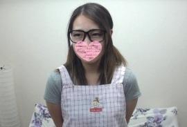 【無修正】保育士をやってる可愛いメガネ素人にエプロンを着せて生ハメ!