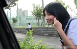 【無修正】学校帰りの制服JKを車内に連れ込んでフェラしてもらい大量口内射精!