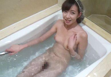 【無修正】小柄な素人美少女をお風呂場でハメた生々しい個人撮影!