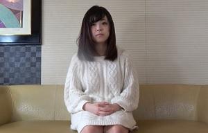 【無修正】20歳のロリ顔な神カワ素人が敏感マンコ丸出しで中出し懇願の円光ハメ撮り