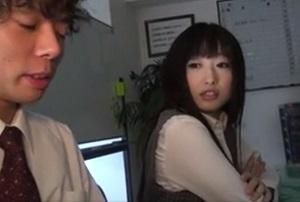 【無修正】ド淫乱な女上司二人にオフィスで精液搾り尽くされる