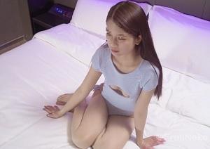 【無修正】色白ぷにぷにボディな透明感美少女が薄毛マンコ弄られて痙攣イキする個人撮影