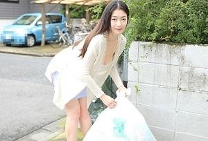 【無修正】江波りゅう 色気たっぷりなご近所の美人奥様をゴミ捨て場で生フェラさせますw