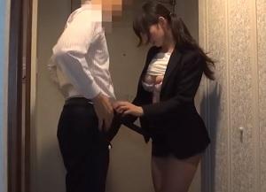 【無修正】巨尻×美乳なドスケベ美ボディのOLと玄関で即ハメ中出し合体!