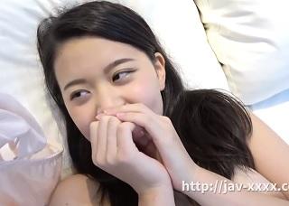 【無修正】真っ白肌な21歳現役JDのピンクマンコを突きまくるハメ撮り!