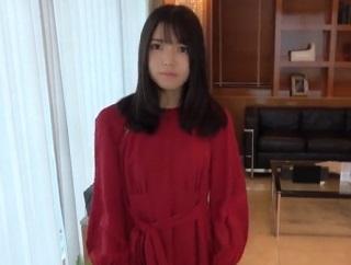 【無修正】素人美少女が四つん這いになって生チンポ懇願でアヘ顔晒すハメ撮り!