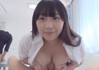 【無修正】Iカップふんわり巨乳な18歳の素人美少女が暴力的バストでチンポ挟み込むパイズリご奉仕