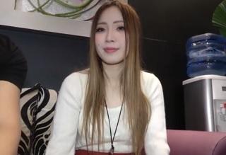 【無修正】金髪ロングの24歳色白美ボディなお姉さんを2連ハメする個人撮影