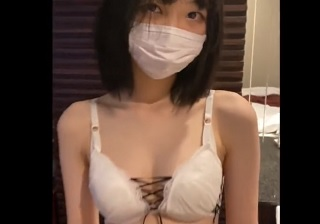 【無修正】初心な10代ロリカワ美少女が不慣れな手つきでチンポ扱きながら舐め回す個人撮影