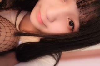 【無修正】天使級な中国ロリ美少女が全裸でディルドオナニーしてる様子を生配信
