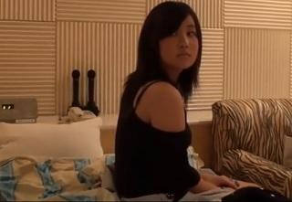 【無修正】瑞々しい肌の10代シロウト美少女がオッサンに身体売ってお小遣い稼ぎする個撮