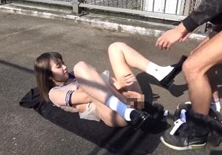 【無修正】細身な制服美少女を昼間の歩道橋でガチハメする青姦個人撮影