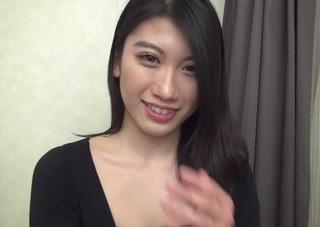 【無修正】黄金ボディなクビレ美女の締りの良さそうな無毛マンコに生挿入!