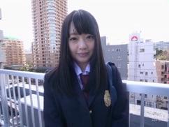 【無修正】辻井ゆう 制服の似合うロリ顔美少女に溢れんばかりの中出し!