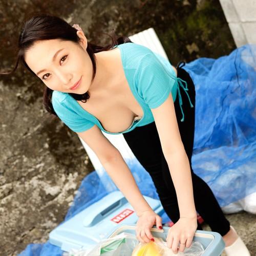 吉岡蓮美 朝ゴミ出しする近所の遊び好きノーブラ奥さん 無修正動画 一本道