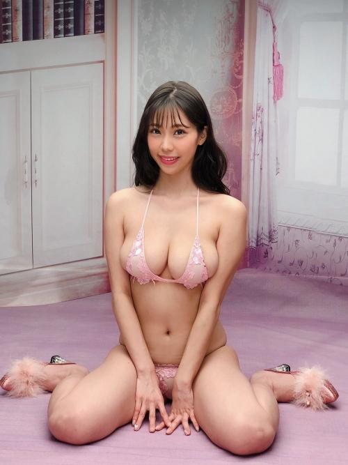 巨乳グラビアアイドルのビキニ 03