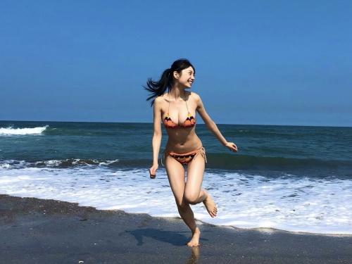 巨乳グラビアアイドルのビキニ 12