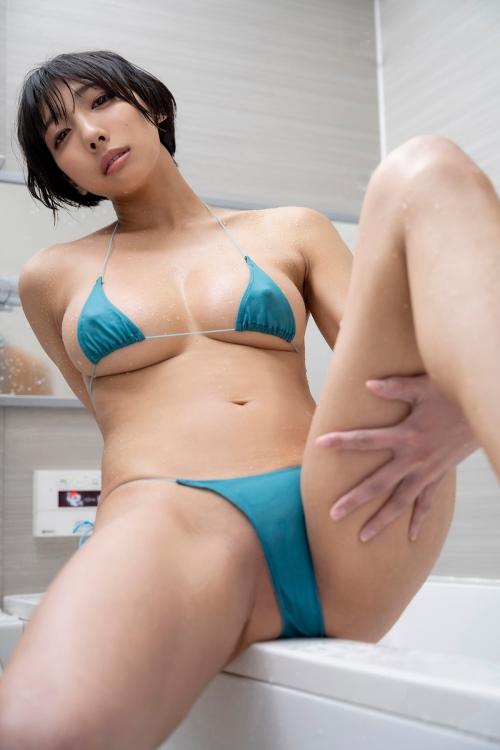 巨乳グラビアアイドルのビキニ 23