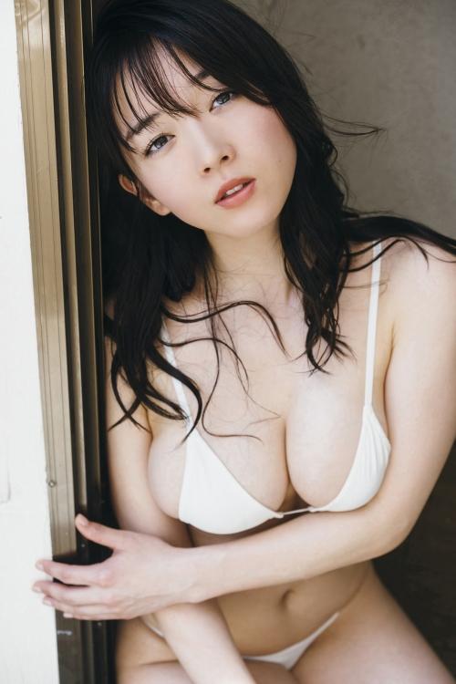 巨乳グラビアアイドルのビキニ 31