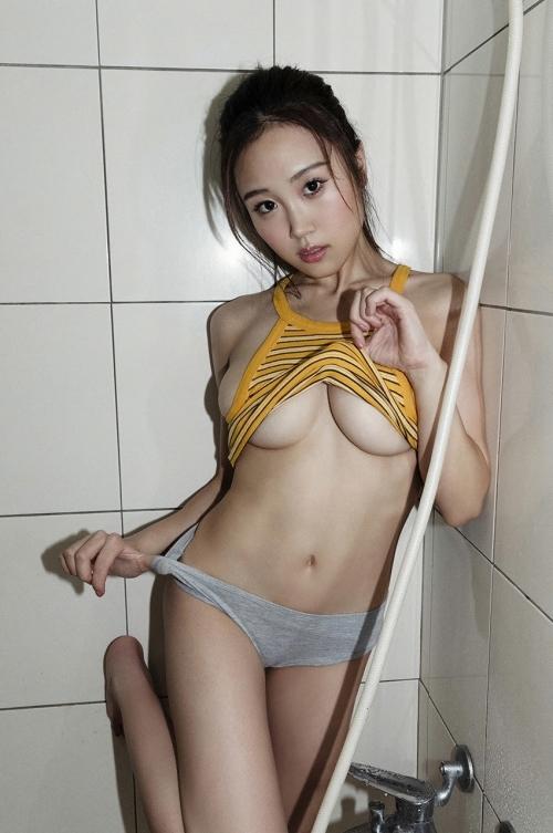 巨乳グラビアアイドルのビキニ 34