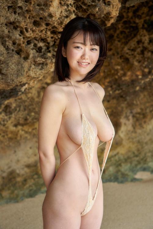 巨乳グラビアアイドルのビキニ 41