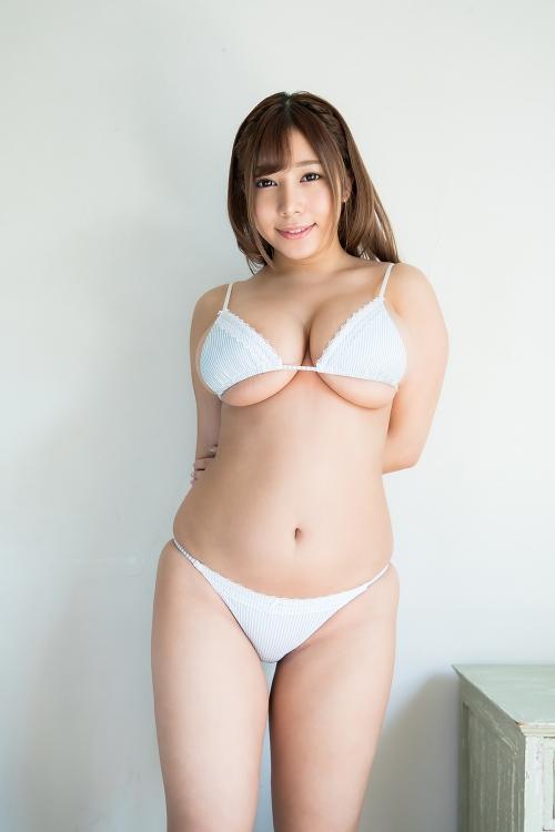 巨乳グラビアアイドルのビキニ 46
