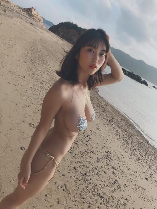 巨乳グラビアアイドルのビキニ 57