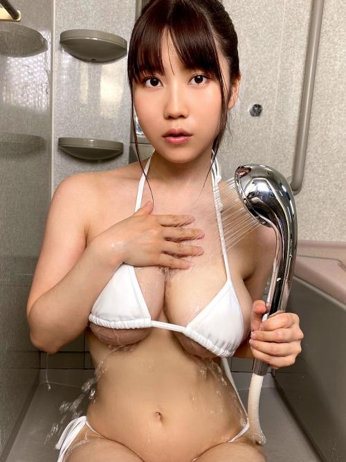巨乳グラビアアイドルのビキニ 58