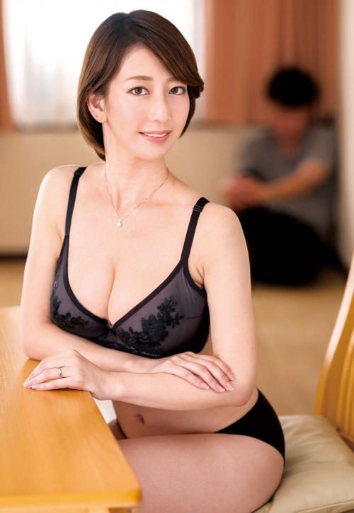 性欲しか無さそうなドスケベマダムズ 巨乳人妻・熟女AV女優 04