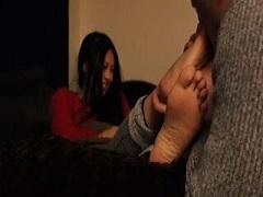 清水富美加ちゃんが男に足を舐めさせてる??