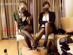 中国美女2人組のヒール足コキに悶絶射精する男