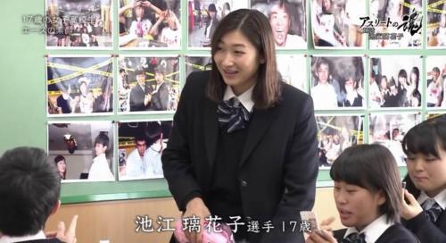 【画像】制服姿の池江璃花子さんがセクシーすぎるwwww