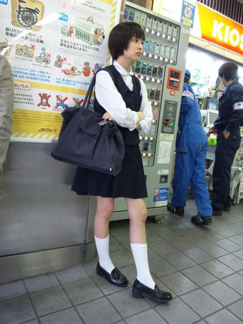 【画像】学生時代に激写された広瀬すずさんの制服姿、天使すぎるww