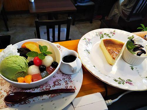 20181021草津温泉カフェ花栞(はなしおり)白玉クリームあんみつ、チーズケーキ1