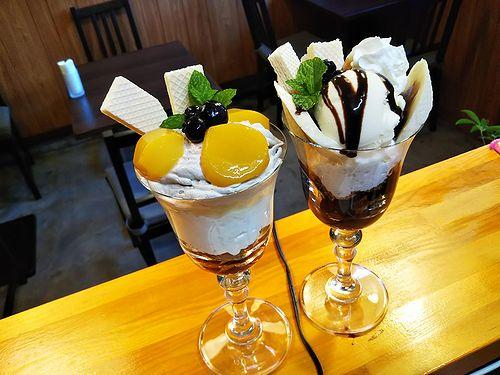 20181028草津温泉カフェ花栞(はなしおり)マロンパフェとチョコバナナパフェ2