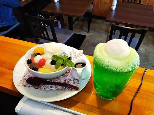 20181029草津温泉カフェ花栞(はなしおり)クリームソーダと白玉クリームあんみつ2
