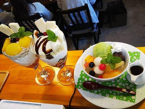 20181125草津温泉カフェ花栞(はなしおり)マロンパフェ、チョコバナナパフェ、白玉クリームあんみつ2