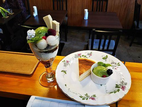 20181204草津温泉カフェ花栞(はなしおり)白玉抹茶パフェ、チーズケーキ