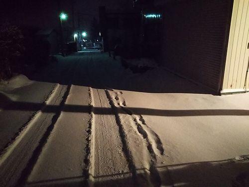 20181227草津温泉カフェ花栞(はなしおり)深夜の雪かき2