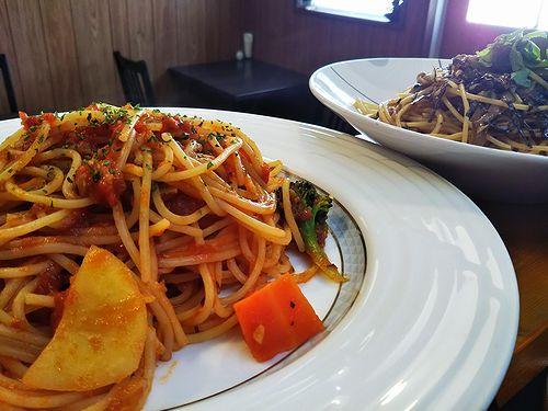 20190122草津温泉カフェ花栞(はなしおり)きのこの和風ペペロンチーノ、トマトソースのスパゲティ2