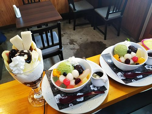 20190128草津温泉カフェ花栞(はなしおり)白玉クリームあんみつ、チョコバナナパフェ1