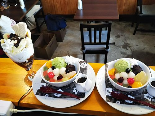 20190128草津温泉カフェ花栞(はなしおり)白玉クリームあんみつ、チョコバナナパフェ2