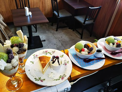 20190225草津温泉カフェ花栞(はなしおり)白玉抹茶パフェ、チーズケーキ、白玉クリームあんみつ