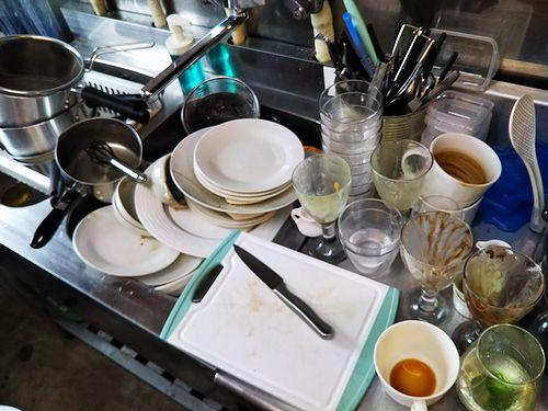 20190306草津温泉カフェ花栞(はなしおり)食器とグラスの山