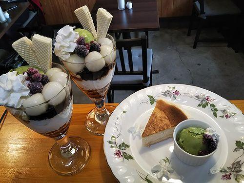 20190408草津温泉カフェ花栞(はなしおり)チーズケーキ、白玉抹茶パフェ