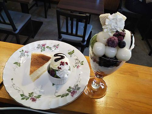 20190415草津温泉カフェ花栞(はなしおり)チーズケーキ、白玉抹茶パフェ
