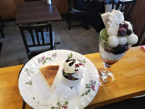 20190415草津温泉カフェ花栞(はなしおり)チーズケーキ、白玉抹茶パフェ1