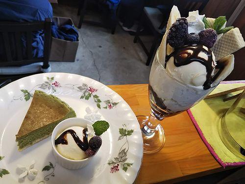 20190506草津温泉カフェ花栞(はなしおり)抹茶チーズケーキ、チョコバナナパフェ