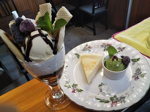 20190602草津温泉カフェ花栞(はなしおり)チョコバナナパフェ、チーズケーキ